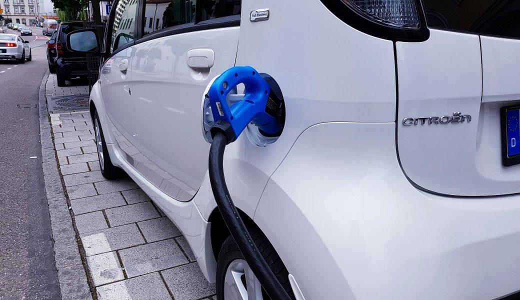 Come ricaricare un'auto elettrica